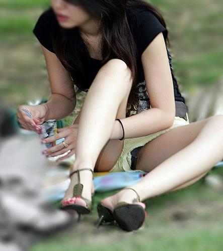 若い若奥さんがパンティ見えちゃってる画像をお楽しみ下さい[15枚]
