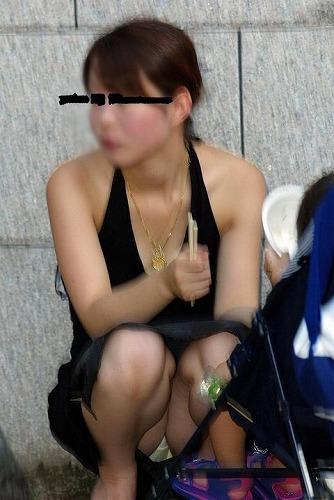 20代なかばの若奥さんがパンチラしちゃった画像祭はココです[15枚]