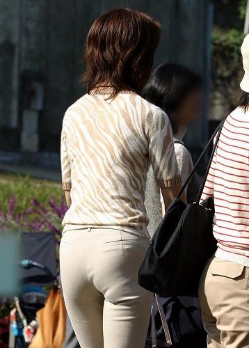 スタイル良すぎの新妻が町中で撮った隠し撮り画像をご覧ください[23枚]