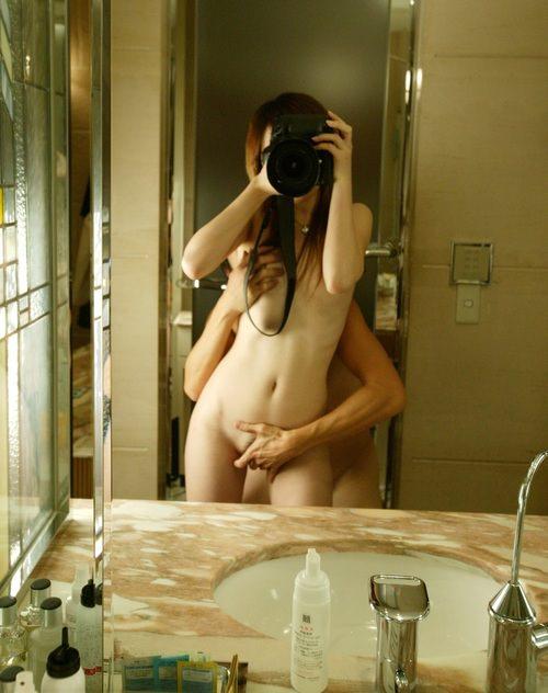 美人が指マンされてる鏡撮り画像をどうぞ[18枚]