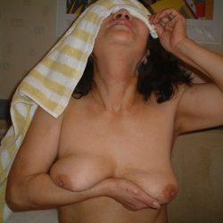 ぷるぷるオッパイの40代のおばさん体型の隣のオバサンが誘ってくる画像がエロ過ぎてヤバイです[15枚]