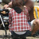 子連れの人妻が胸チラパンチラしちゃってる画像の頂点を決めようジャマイカ[25枚]