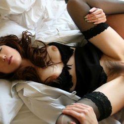 奥さんが服を着たままで淫乱になった画像って、なんでこんなエロいんだ?[15枚]