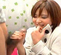 23歳くらいの人妻が男を見つめながら手コキしてる画像下さい[15枚]