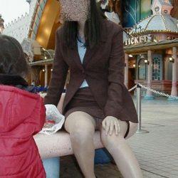 昭和世代のオバサン熟女が無防備にもパンチラしちゃった絶妙な隠し撮りでシコシコしましょう[15枚]