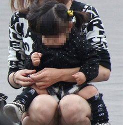 お子様連れの新妻が油断して下着がみえてる画像って必ず抜けるよね[15枚]