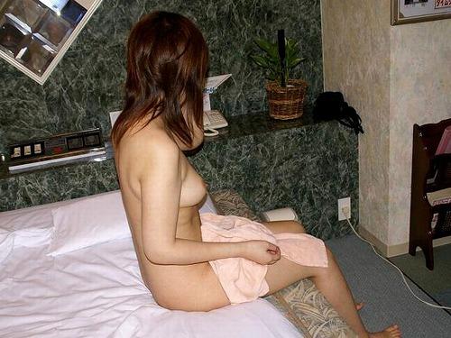 24歳くらいの人妻がラブホでオトナの悪戯してくれる画像が欲しいんだが[15枚]