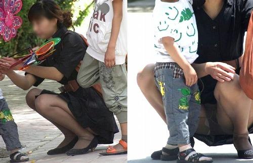 子連れの人妻が胸チラパンチラしちゃってる画像のエロさは最強[25枚]