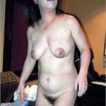 ぷるぷるオッパイの40代のおばさん体型の近所にいそうな熟女が誘惑してくる画像がエロ過ぎてヤバイです[15枚]