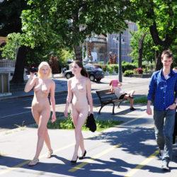 外人美女が町中で全裸で露出してる画像祭はココです[40枚]