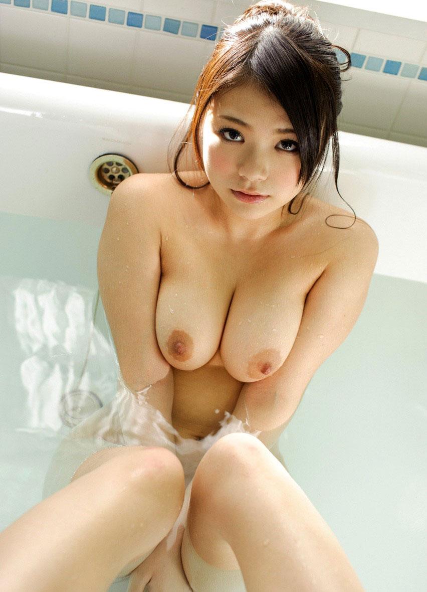 プリップリおっぱいの美人さんが淫乱ボディを見せてくれる画像をご覧ください[45枚]