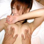 美人さんが乳首を悪戯されてる画像がめちゃシコ[24枚]