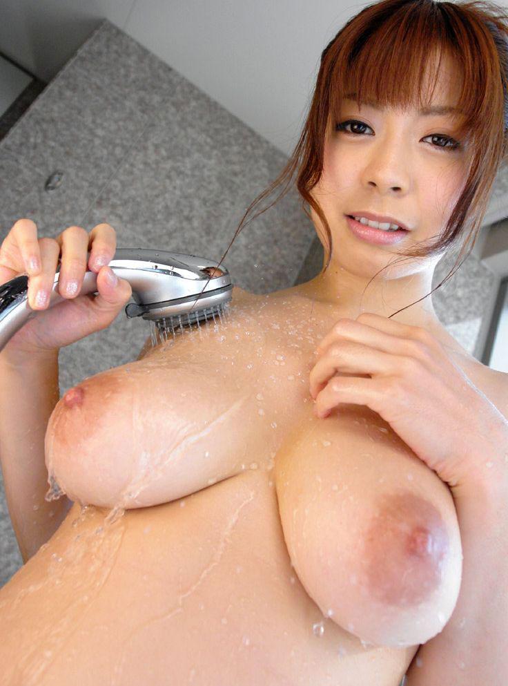 Eカップ巨乳のふっくらおっぱいの美人さんが淫乱ボディを見せてくれる画像でシコシコしましょう[37枚]
