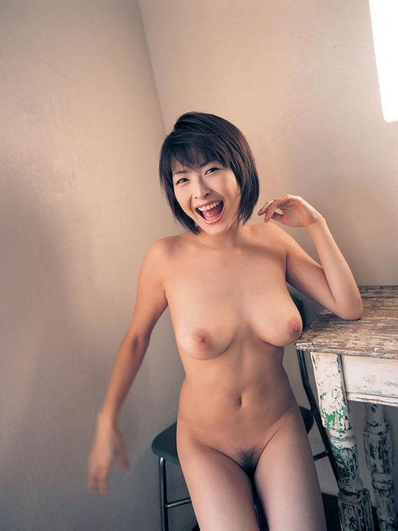 絶品巨乳のおもわず揉みたい美乳の美女がエロさ強調してる画像のエロさは尋常じゃない[40枚]