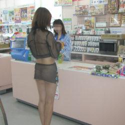 エッチ好きそうな美人さんがローソンとかセブイレで変態露出してる画像の頂点を決めようジャマイカ[31枚]