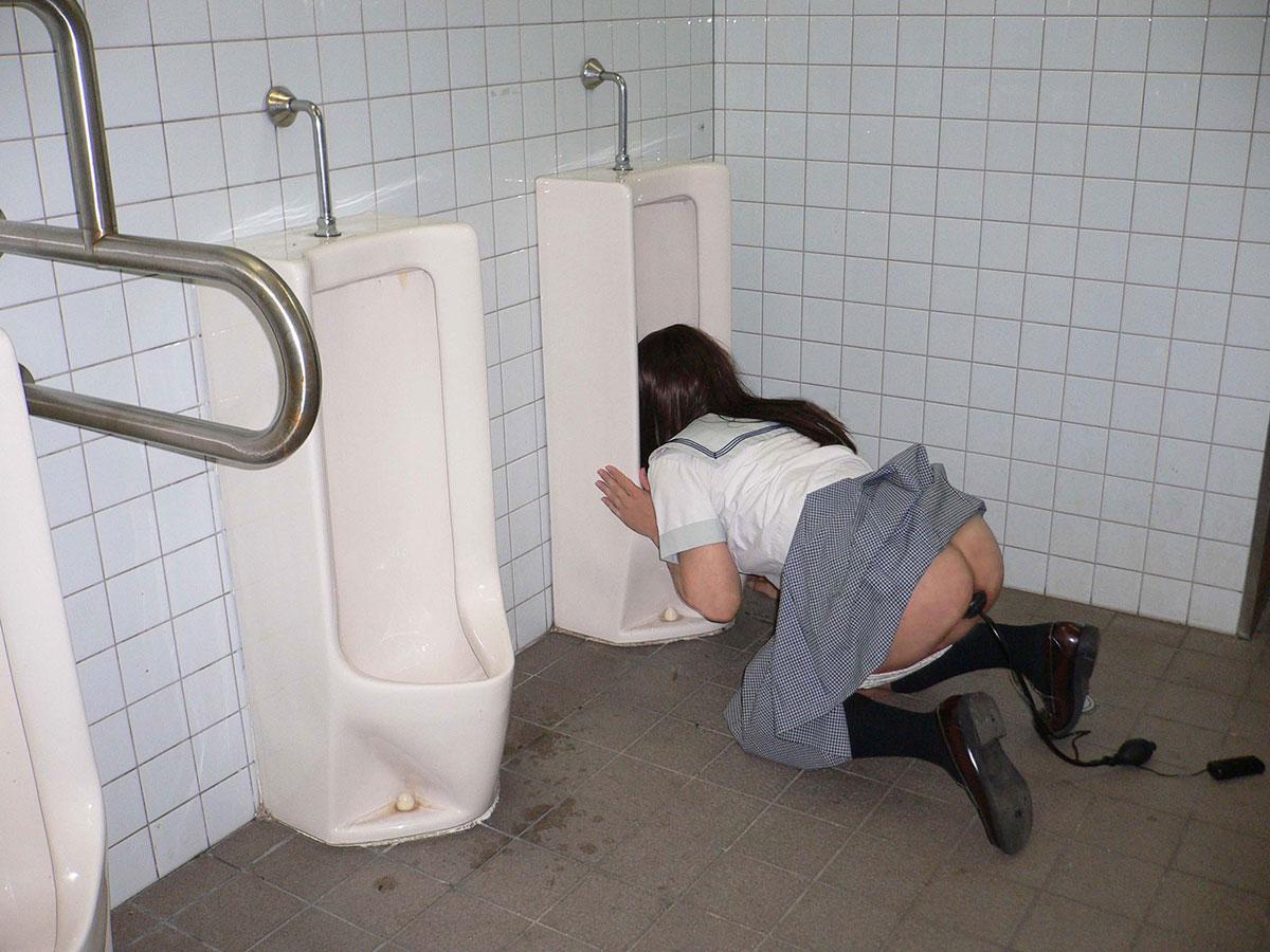 エッチな美人さんが公衆トイレで性奴隷化してる画像の観賞会はコチラww[38枚]