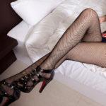 可愛い女の子が足を組んでエロい美脚を見せてくれる画像って、なんでこんなエロいんだ?[24枚]