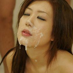 可愛い美女が精液かけられて喜んでる画像、俺氏が3回抜いたのがコチラ[35枚]