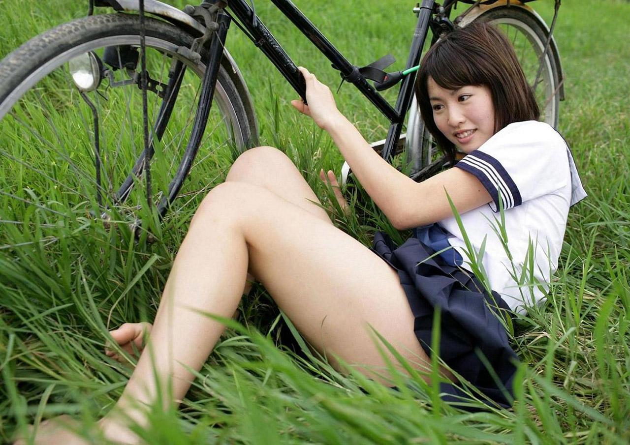 女子●生コス美女がミニスカ制服ミニスカでHな太ももを見せてくれる画像が即ヌキ確実ww[43枚]