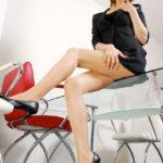 色気のあるギャルがストッキングミニスカートでむっちり太もも見せてくれる画像で、まったりシコシコ[33枚]