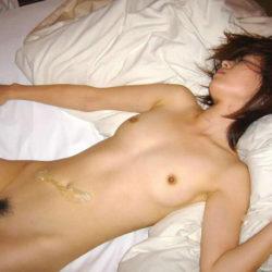 女がエッチ後でベッドに横たわる画像が過激すぎww[34枚]