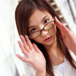 エッチなメガネが似合う女の子がエッチな格好になってる画像のエロさは尋常じゃない[35枚]