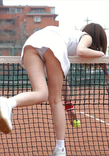 テニスウェアのお姉さんをシコネタにするエロ画像集めました[25枚]