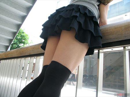 脚ラインが最高の美少女がニーソで真剣なSEXしてる画像で、まったりシコシコ[34枚]