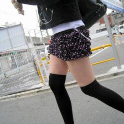 美脚の美少女がニーソでエロい美脚とか太もも晒してる画像がたまらんエロさ[34枚]