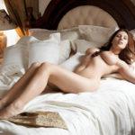 お姉さんが全裸で卑猥なボディを見せてくれる画像、どれが一番抜ける?[26枚]