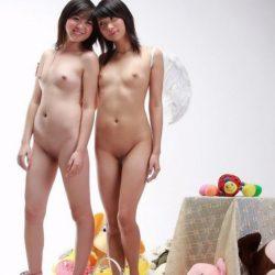 ぷにぷにオッパイの女の子が全裸でエロい顔してる画像見ようぜ[33枚]