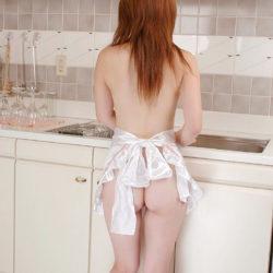 ナイスおっぱいの美女が裸エプロン姿でエッチな事してる画像、勃起まで6秒ですわ[30枚]