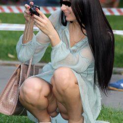 可愛い一眼カメラ女子が油断して下着がみえてる画像が勃起不可避ww[20枚]