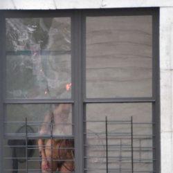 金髪の外人美女がエロポーズで誘ってる盗撮画像、俺氏が3回抜いたのがコチラ[21枚]