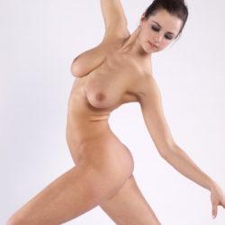 色気のあるバレエダンサーが全裸で大胆ヌードで微笑む画像を今晩のオカズにww[18枚]
