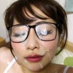 ガード固そうなメガネかけた女の子が生ハメ&顔射されてる画像がアツい![26枚]