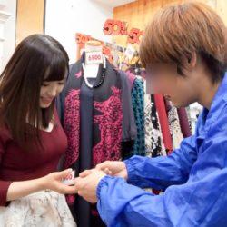 【画像+動画】若いパイパンの服屋の店員さんがお口でご奉仕する画像、一見の価値あり[25枚]